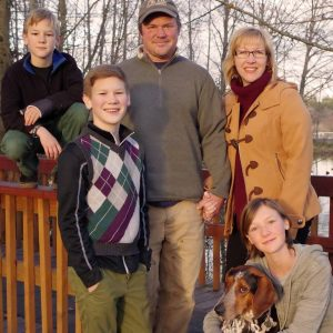 Amber Mitchell, her husband, and their three children.